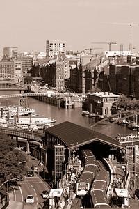 Hochbahnstation Baumwall in schwarz-weiß