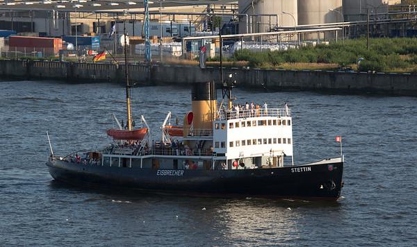 Eisbrecher Stettin auf der Elbe in Hamburg