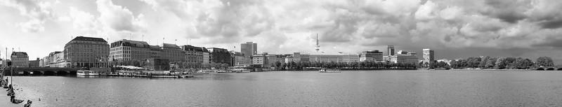 Panorama Binnenalster mit Wolken schwarz-weiß