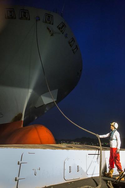 Schiffsmechaniker an der Schleppleine