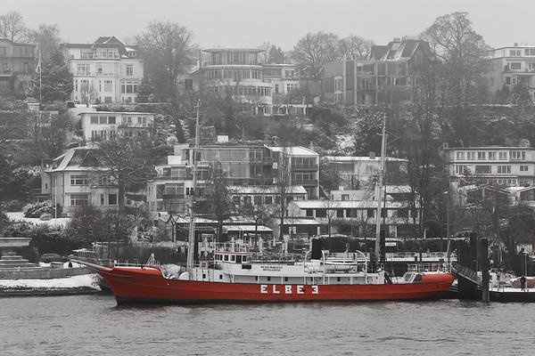 Feuerschiff Elbe drei im Museumshafen Oevelgönne in schwarz-weiß