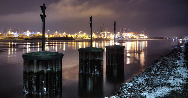 Dockland Elbe bei Nacht
