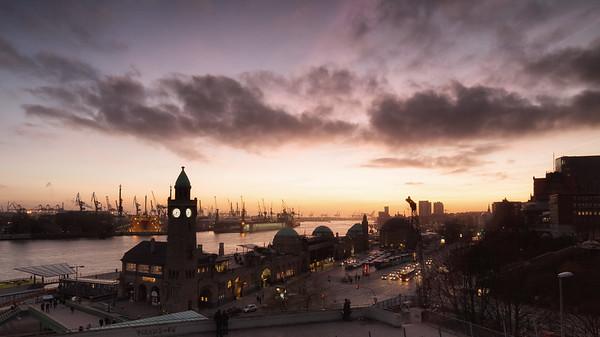 Hamburg Ausblick vom Stimmenfang auf Pegelturm am Abend