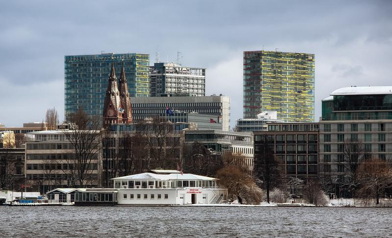 Außenalster Hamburg Sankt Georg Dom Berliner Torcenter mit Schnee
