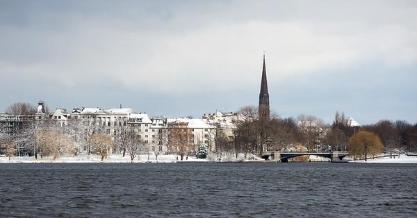 Außenalster Hamburg mit Schnee im Winter