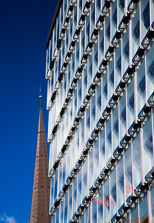 Architektur und Kirchturm der Sankt Petri Kirche