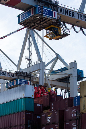 Beladung eines Containerschiffes Container-Terminal Tollerort