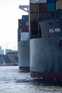 2 Containerschiffe am Containerterminal Tollerort Hamburg