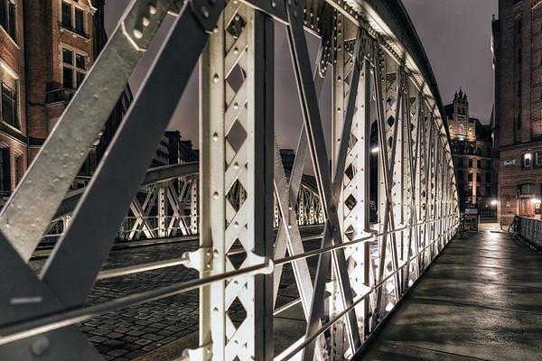 Speicherstadt Brücke am Abend
