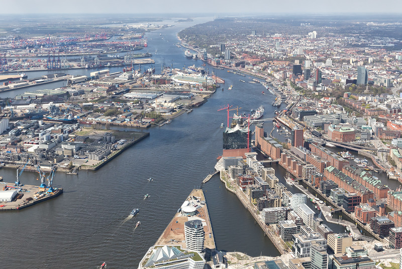 Luftbild Hamburger Hafen HafenCity Innenstadt bei Sonne wunderschön