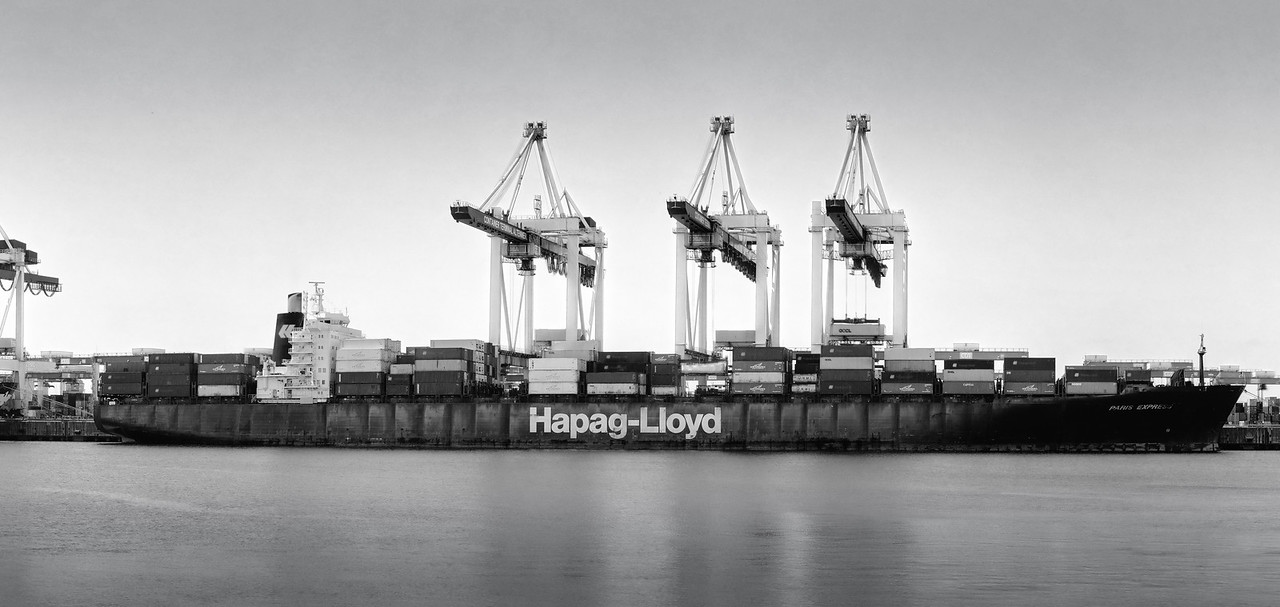 Hapag Lloyd Containerschiff an Container-Terminal Altenwerder