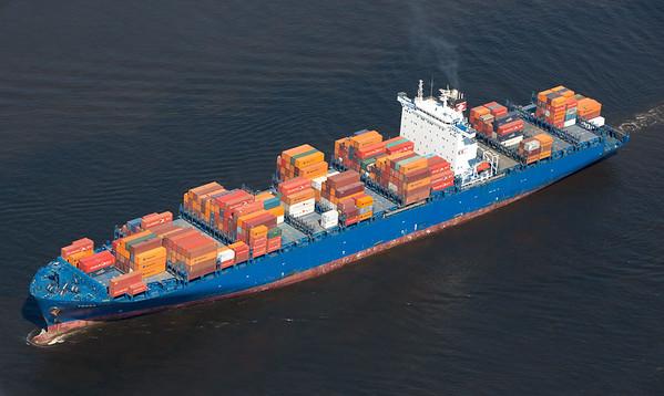Containerschiff TESSA auf der Elbe Hamburg Luftbild