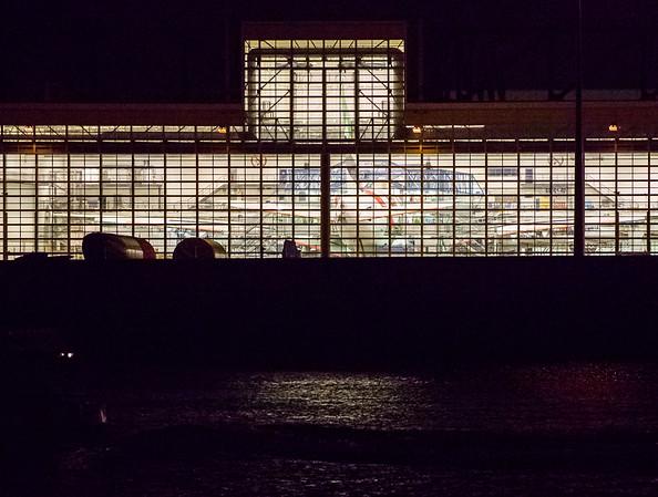 Airbus Fabrikationshallen Finkenwerder Hamburg an der Elbe bei Nacht
