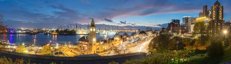 Stintfang Blick auf die Landungsbrücken Hamburg am Abend Panorama