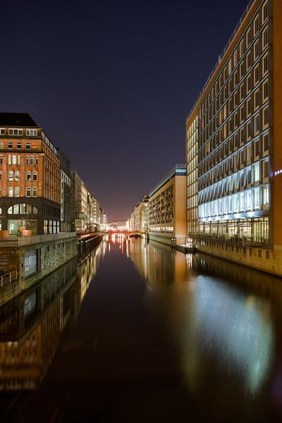 Alsterfleet Hamburg Innenstadt am Abend