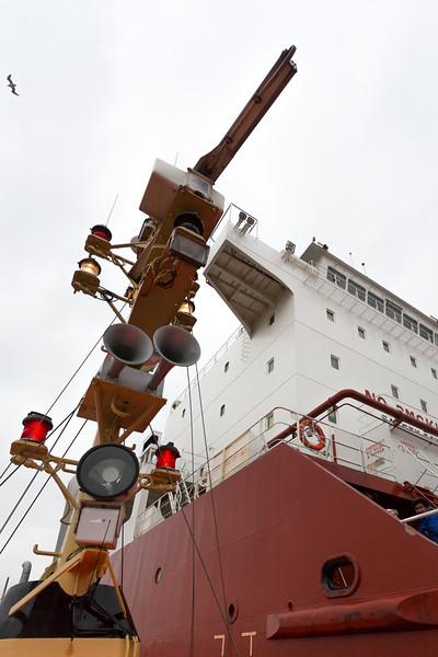 LotsenBoot und Frachtschiff vor Brunsbüttel