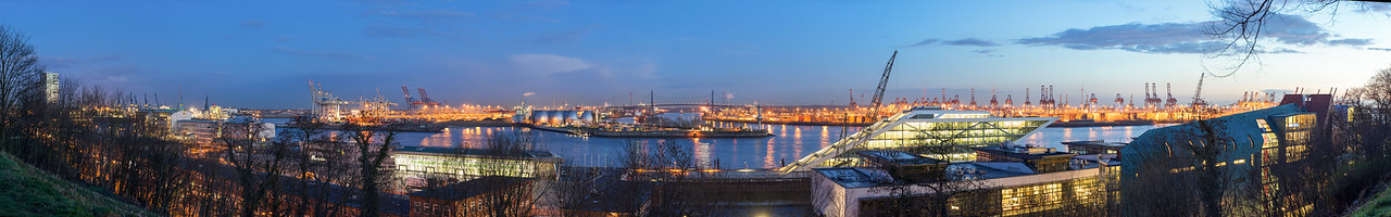Panorama Ausblick vom Altonabalkon bei Dämmerung Hamburg