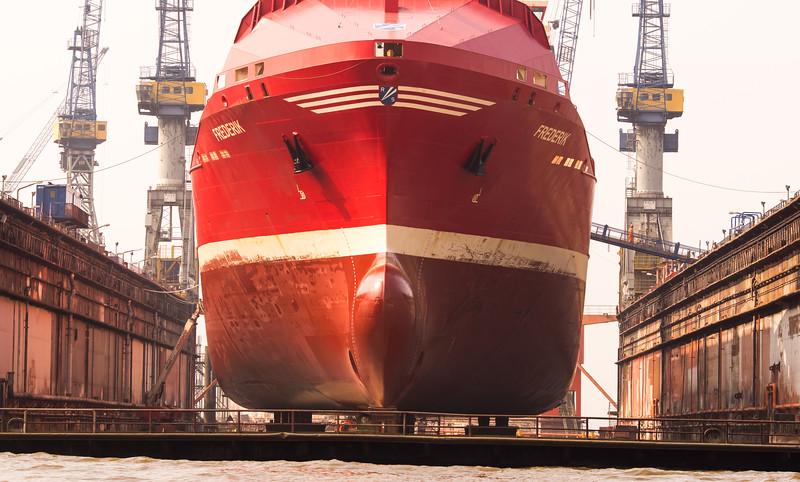 Containerschiff im Schwimmdock Blohm und vossdockt 10 Frederik
