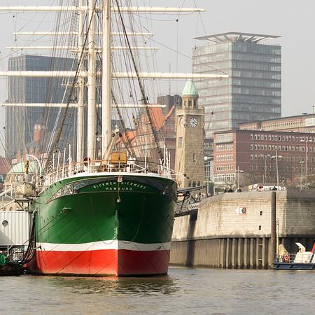 Museumsschiff Landungsbrücken Astraturm Hamburg