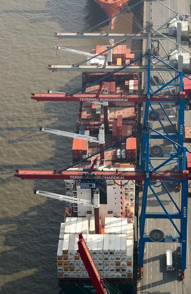 Luftbild Burchardkai Athabaskakai Containerschiff von oben Hamburg