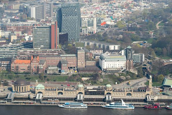 Luftbild Landungsbrücken tanzende Türme Hamburg