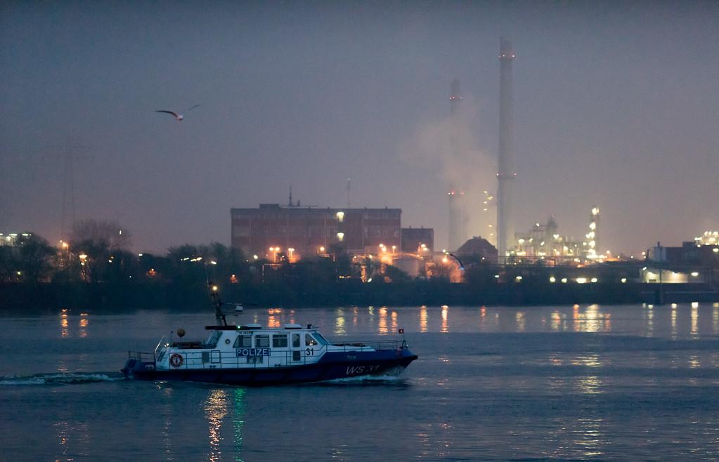 Boot der Wasserschutzpolizei WS 31 Hamburger Polizei im Hafen