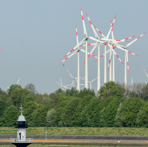 Windkraftanlagen vor Brunsbüttel
