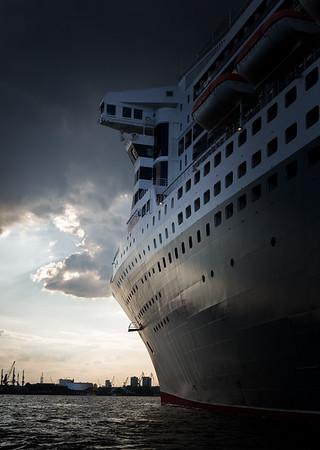Queen Mary 2 in der HafenCity Hamburg am Liegeplatz