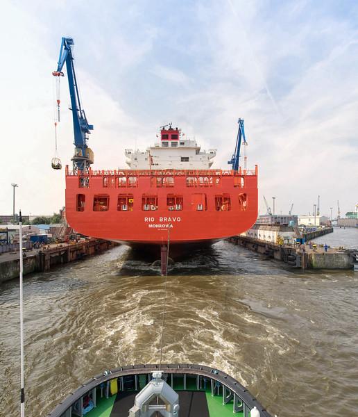 Ausdocken Containerschiff bei Blohm und Voss