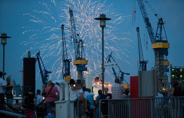 Feuerwerk in Hamburg am Anleger Fischmarkt