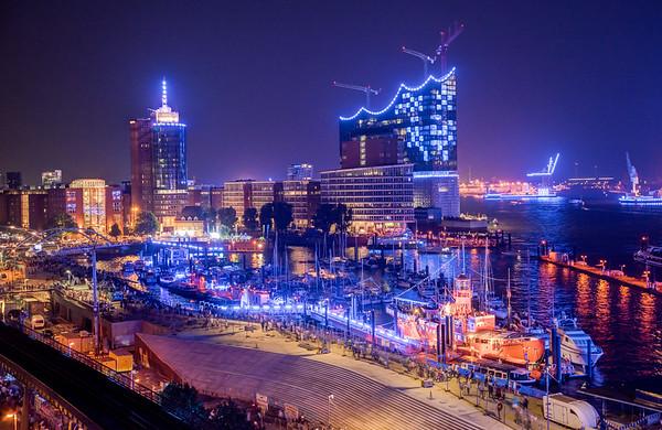 Hamburg Blauer Hafen Lichtkunst von Michael Batz