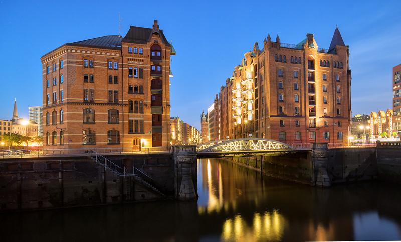 Hamburg Speicherstadt kleines Fleet am Abend