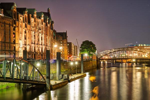 Zollkanal Speicherstadt Hamburg am Abend