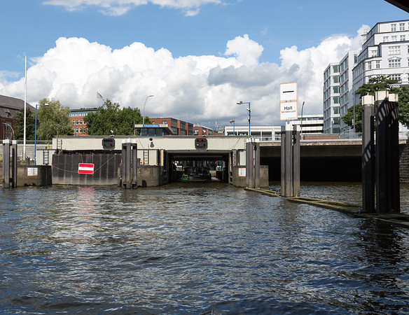 Schaartorschleuse Hamburg die Verbindung zwischen Hafen und Alster