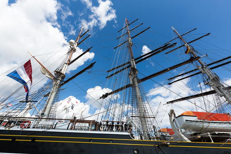 Segelschiff Stad Amsterdam an den Überseebrücken zu Besuch in Hamburg