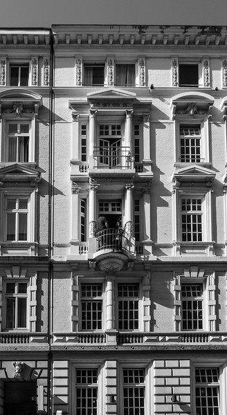 Colonnaden hausfassade in Schwarzweiß