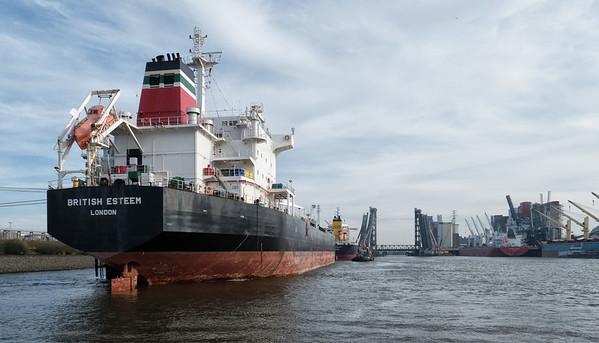 Hamburg Hafen in der Rethe Tanker