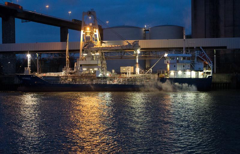 Produkte Tanker am Terminal ADM im Hamburger Hafen