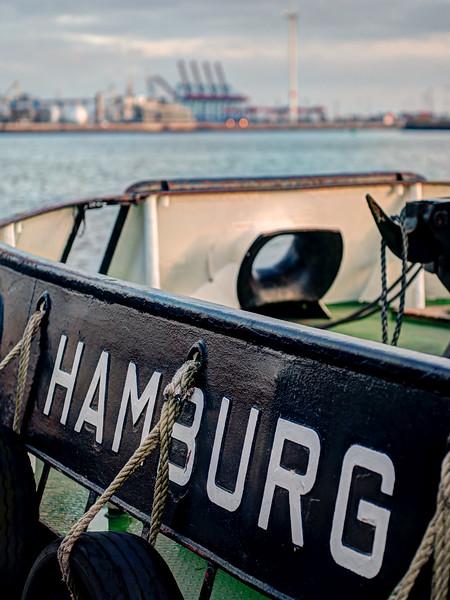 Hamburger Schlepper Heck Wilhelmine an der Schlepperbrücke in Hamburg