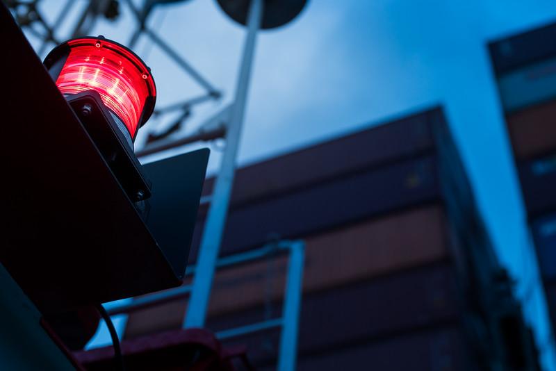Position Licht auf einem Schlepper im Hamburger Hafen