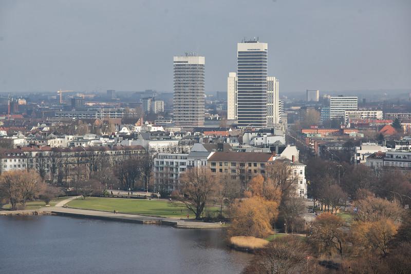 Mundsburgcenter und Außenalster Hamburg am Tag