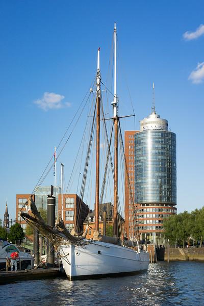 Lootsen Schoner Elbe 5 City Sportboothafen Hamburg
