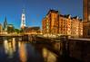 2014-08-20 21:59 | Speicherstadt Hamburg Kannengiesserort am Abend | Architektur, Speicherstadt | Bild Nr.: 20140820-DSC06559-fus-----Andreas-Vallbracht