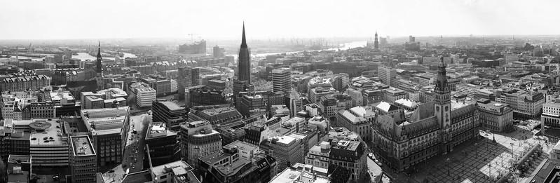 2014-04-25 16:38   Aussicht auf Hamburg nach Süden und Westen - Schwarzweiss   Panorama, Schwarzweiss, Stadtlandschaften   Bild Nr.: 20140425-DSC04612-Admiralitaetsstr-p-Andreas-Vallbracht