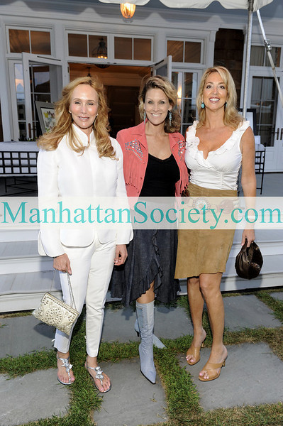 WATERMILL-AUGUST 22: Patty Raynes, Angela Boyer Stump, Holiday Hayes attend BEST BUDDIES Hamptons Gala 2009 on Friday, August 21, 2009 at the home of Anne Hearst McInerney & Jay McInerney, Watermill, New York (Photo Credit: ©ManhattanSociety.com by Gregory Partanio)
