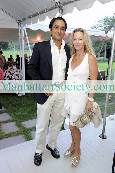 WATERMILL-AUGUST 22: Tariq Khan, Alison Henry Khan attend BEST BUDDIES Hamptons Gala 2009 on Friday, August 21, 2009 at the home of Anne Hearst McInerney & Jay McInerney, Watermill, New York (Photo Credit: ©ManhattanSociety.com by Gregory Partanio)