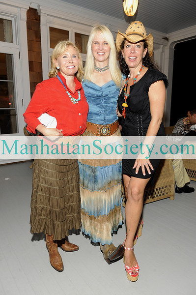 WATERMILL-AUGUST 22: Sharon Bush, Sarah Herbert-Galloway, Tatiana Platt attend BEST BUDDIES Hamptons Gala 2009 on Friday, August 21, 2009 at the home of Anne Hearst McInerney & Jay McInerney, Watermill, New York (Photo Credit: ©ManhattanSociety.com by Gregory Partanio)