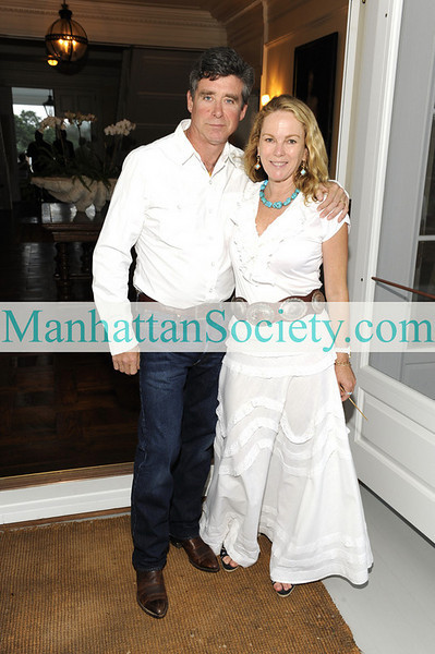 WATERMILL-AUGUST 22:  Jay McInerney & Anne Hearst McInerney  attend BEST BUDDIES Hamptons Gala 2009 on Friday, August 21, 2009 at the home of Anne Hearst McInerney & Jay McInerney, Watermill, New York (Photo Credit: ©ManhattanSociety.com by Gregory Partanio)