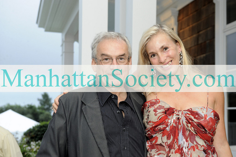 WATERMILL-AUGUST 22: Robert Leacock, Robin Leacock attend BEST BUDDIES Hamptons Gala 2009 on Friday, August 21, 2009 at the home of Anne Hearst McInerney & Jay McInerney, Watermill, New York (Photo Credit: ©ManhattanSociety.com by Gregory Partanio)