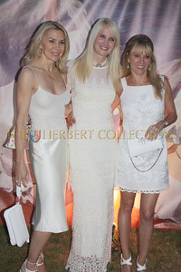 Jacqueline Murphy Stahl, Sara Herbert-Galloway and Ramona Singer stop to pose for the cameras